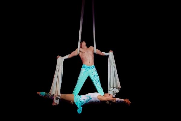 GR Symphony - Cirque de Noel, Dec. 19-20 (600x400)
